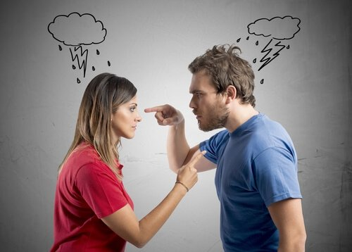 Pareja sin comunicación discutiendo